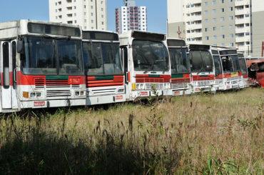 Cemitério de Ônibus ou Monumento ao Desperdício ?