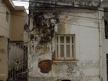 Casa: rua Andradina, 54