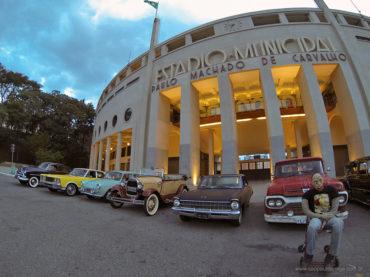 Encontro de carros clássicos agita a Rua Augusta