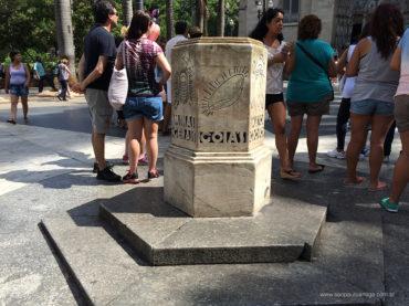 Prefeitura limpa Marco Zero de São Paulo