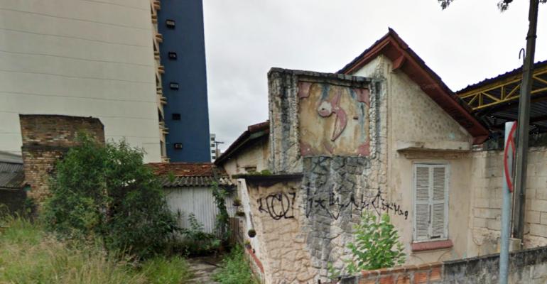 Outra casa com símbolo do IV Centenário de São Paulo é encontrada